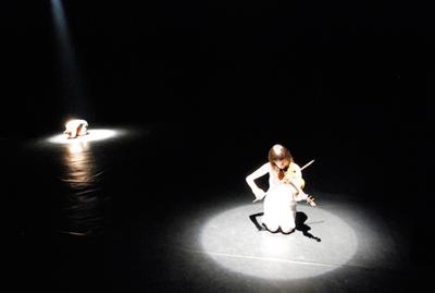 violinist-and-dancer